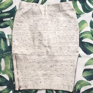 WILFRED stretchy pencil skirt. Size 2